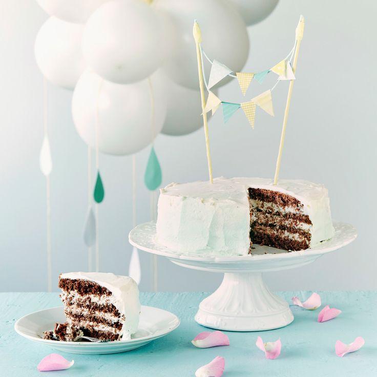 Liukuvärjätty mintunvihreä pätkiskakku maistuu suklaalta ja mintulta. Saat kakusta korkean, kun valmistat sen pieneen irtopohjavuokaan.