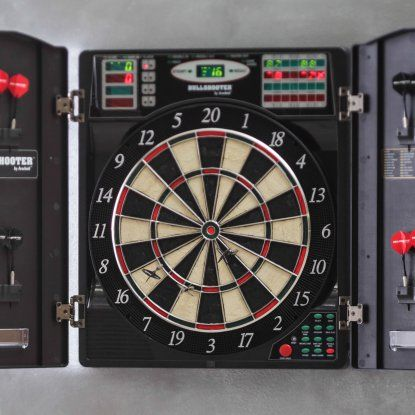 Bullshooter by Arachnid E-Bristle 1000 Electronic Dart Board Complete Set... I need a new one