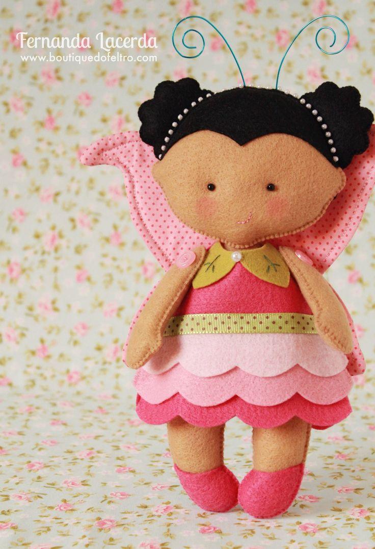 Menina Borboleta em Feltro:  Peça da Coleção Fadinhas do Jardim, por Fernanda Lacerda | Boutique do Feltro