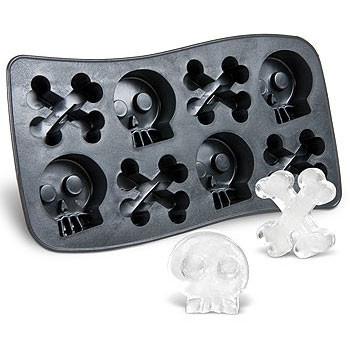 Kostki lodu w kształcie kości? Dlaczego nie!   / Ice cubes that looks like tiny bones.