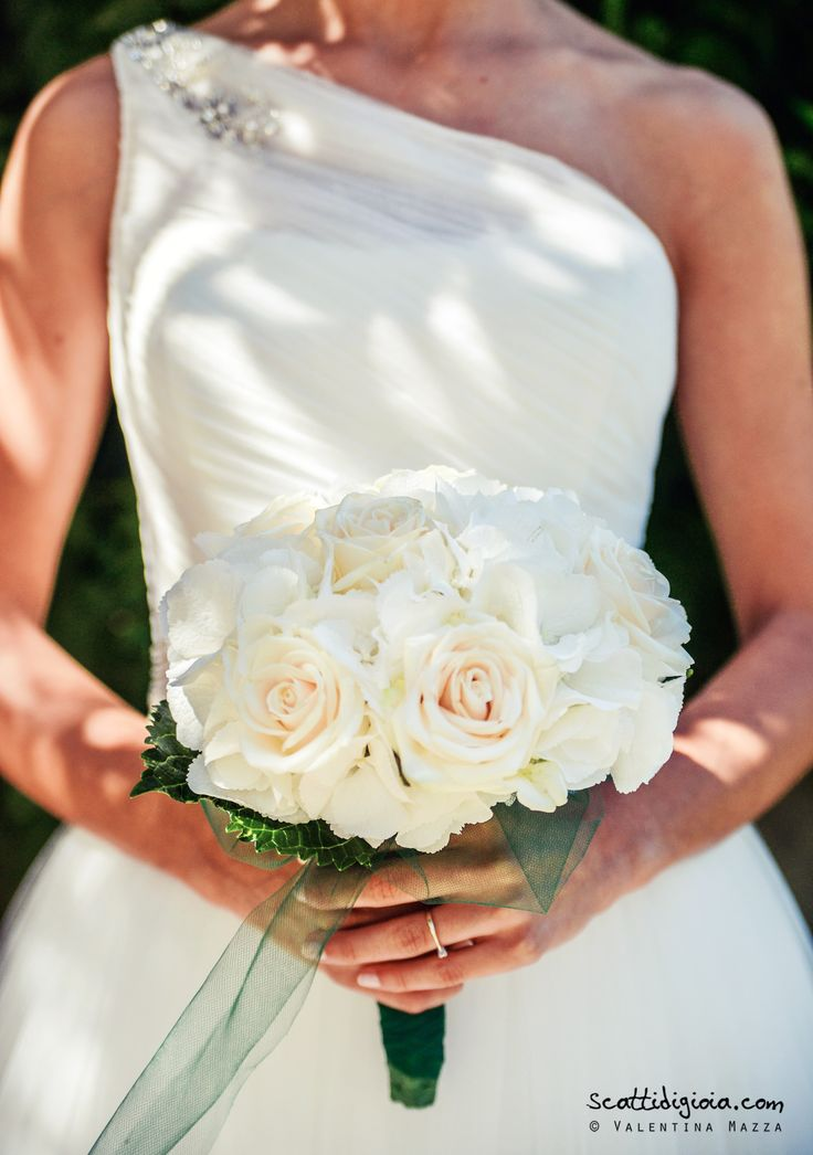 Wedding bouquet, white style photo © Valentina Mazza - www.scattidigioia.com