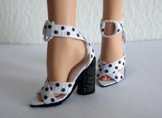 Moda Zapatos Muñeca: sandalias en blanco y negro de Barbie