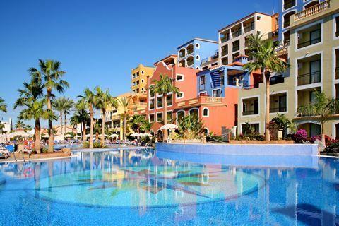 Bahia Principe Tenerife Description: Ligging: Het Bahia Principe Tenerife is gebouwd op een klif en biedt u een prachtig uitzicht op zee en het naastgelegen eiland La Gomera. Op ca. 500 meter afstand vindt u het zand- en kiezelstrand. De dichtstbijzijnde winkels restaurants en bars zijn te vinden in Ameñime op ca. 7 kilometer afstand van het complex. Eenmaal tijdens uw verblijf kunt u gebruik maken van een gratis shuttleservice naar Playa de las Americas (op ca. 12 kilometer afstand) daarna…