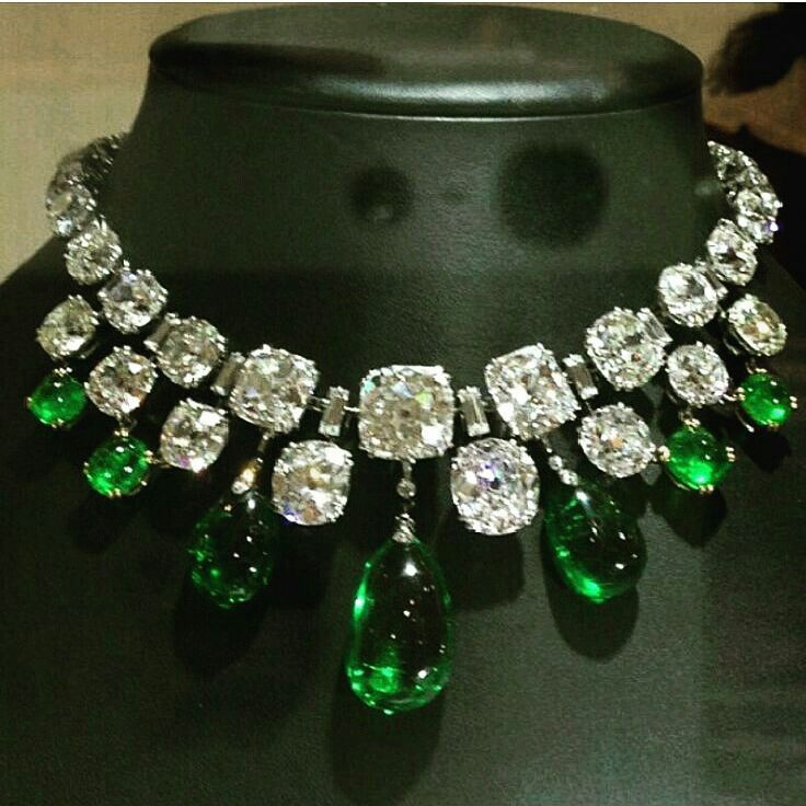 @thejewellcloset . Stunning  Diamond & Emerald,  Necklace.