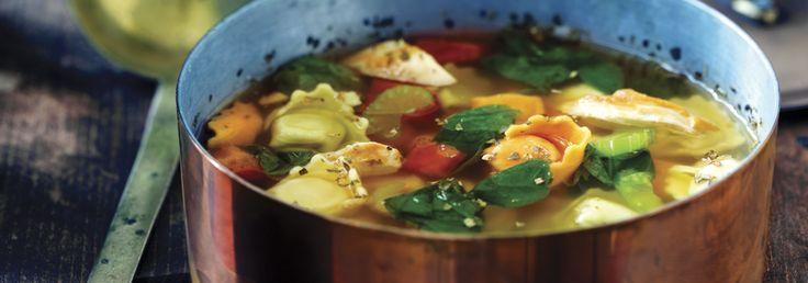 Soupe aux tortellinis au poulet et aux épinards