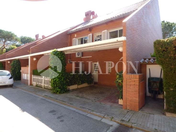 Luxury house of 270m2 for sale in Teià, in the prestigious Sant Berger residential complex.
