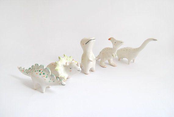 Figura de Triceratops Dinosaurio de Cerámica con Lunares
