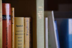 """""""Według ostatniego badania Eurobarometru ponad 40% rekruterów z sektora produkcyjnego podkreśla, że oczekują zaawansowanej znajomości języka od absolwentów studiów wyższych. Jakich języków warto się obecnie uczyć?"""""""
