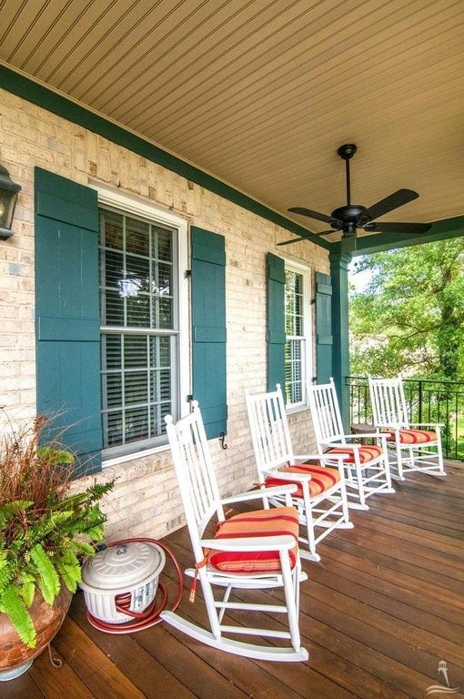 201 River Dr, Southport, NC 28461