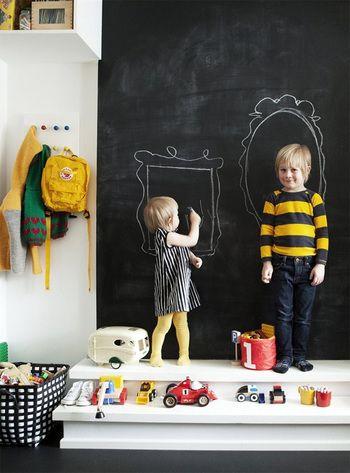 子供部屋のお絵かきスペースとして、壁一面を使って子供も大喜びな空間。広い面積を使って自由に描けることで、想像力も広がります☆