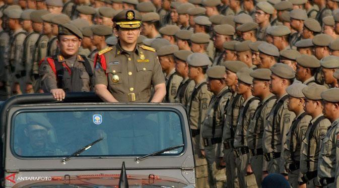Dari pedangdut, petinggi ormas, hingga politisi menolak naik pangkatnya Ahok menjadi Gubernur DKI Jakarta.