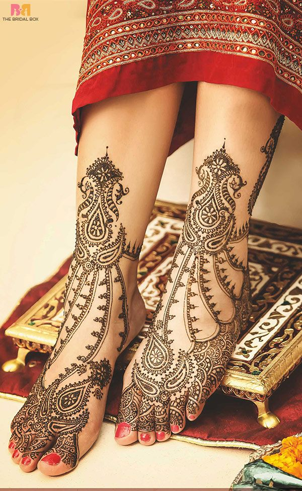 The gorgeous body art that these rajasthani mehndi designs will adorn you with will be the perfect complement for a truly stunning look on your wedding day! #mehendi #footmehendi #Mehndi Designs