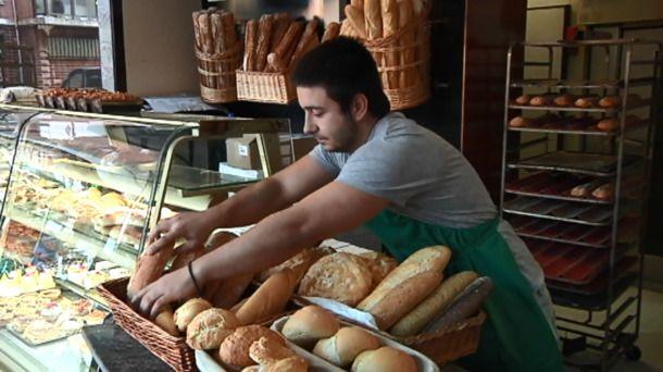 Personas solidarias ayudan con sus negocios contra la pobreza