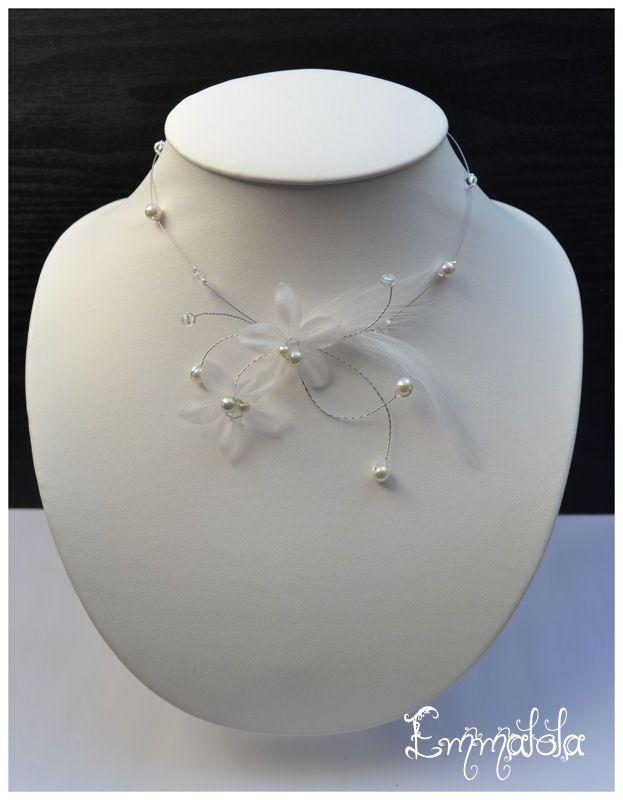 Collier mariage :fleur et plume ivoire,perles assorties : Collier par emmalola-creation