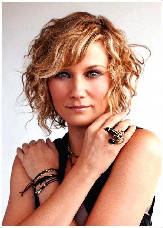Sexy Short Curly Bob & neue Highlighting-Farben: Jennifer Nettles Hair #curly #f…