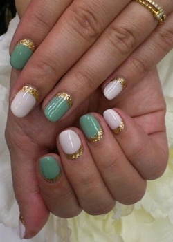 green and white with gold glitter new years eve nail art...I think this is what my sis was talking about. I'm gonna do this next!!!