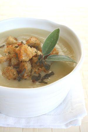 Zuppa di topinambour con crostini alla salvia
