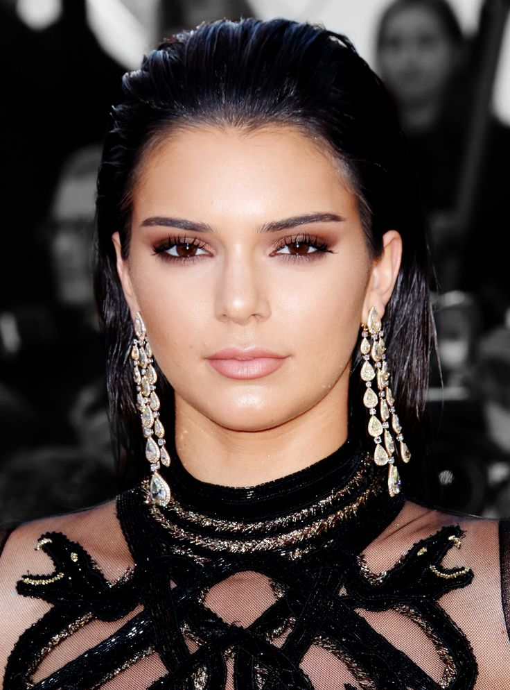 Kendall Jenner finds a gray hair, loses her chill.