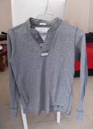 À vendre sur #vintedfrance ! http://www.vinted.fr/mode-femmes/hauts-and-t-shirts-t-shirts/24138090-polo-manche-longues-gris-clair