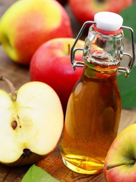 Vor dem Schlafengehen ein Glas Wasser mit Apfelessig trinken und Sie sind Ihre Heißhunger-Attacken los. Apfelessig macht schöne Haut und glänzendes Haar.