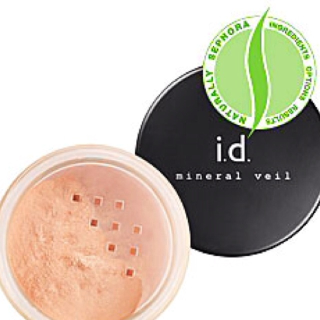 This mineral veil gives a flawless finish.: Bare Escentu, Bareminerals, Minerals Veils, Veils Finish, Makeup, Escentu Hydration, Faces Powder, Hydration Minerals, Finish Powder