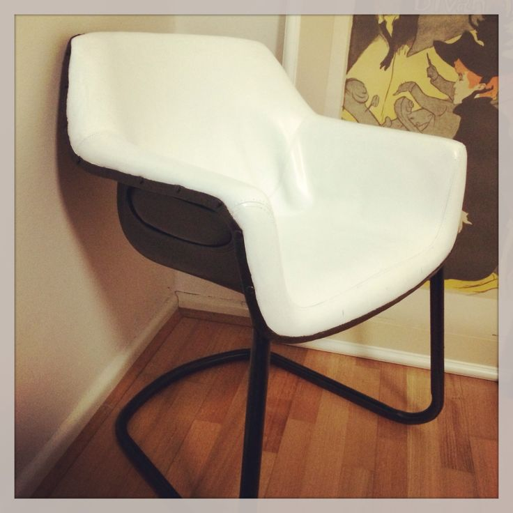 $7 chair from tip to DIY feature piece for the bedroom. Nailed it!