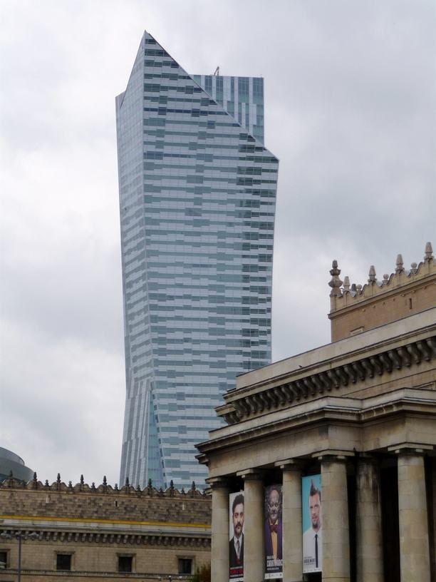 budynek Złota 44, zwany też szklanym żaglem