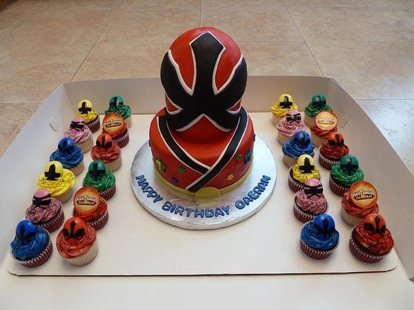 Power Ranger Birthday Cake and Cupcakes, via Flickr. cakes-that-i-have-made