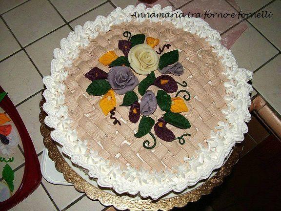Una torta tanto bella quanto buona. L'ho portata in dono ad un invito che avevo ricevuto e devo dire che è stata molto apprezzata da parte da chi ha avuto