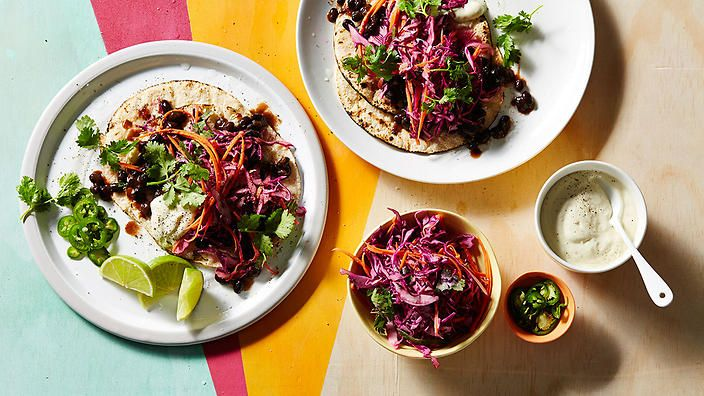 Welcome to taco-time! On the menu we have #vegan chipotle black bean tacos with jalapeño slaw from @veggie_mama.