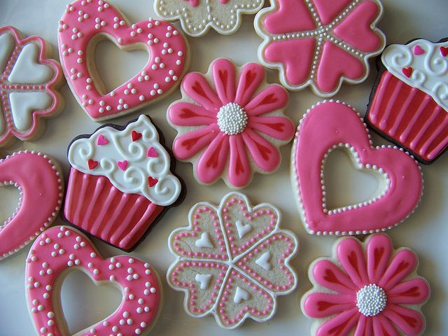 Valentine cookies. Nice variety.