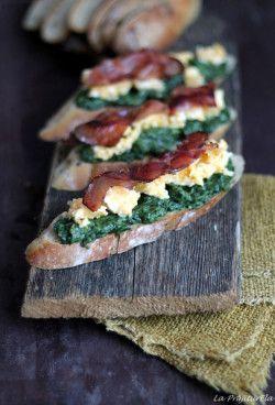 Spanac, oua jumari si bacon sau mic dejunul ideal