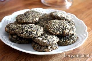 Aronia Berry Oatmeal Cookies