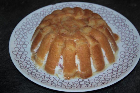 Charlotte 'Pschitt' aux fraises et au fromage blanc (Tupperware)