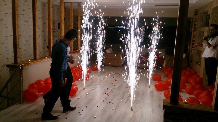 Romantik Masayla Evlilik teklifi yapan çiftimiz için .Mutlu Son...