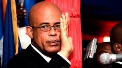 HAITI : La descente aux enfers se poursuit :: Il est universellement admis qu'il n'y a pas eu d'élections en Haïti en 2011. Ce fut une sélection. Les néo-colons, Bill et Hilary Clinton, parachutèrent le plus inepte de leurs poulains au pouvoir, Michel Joseph Martelly.  Depuis lors, c'est le règne du tout à l'envers en Haïti.