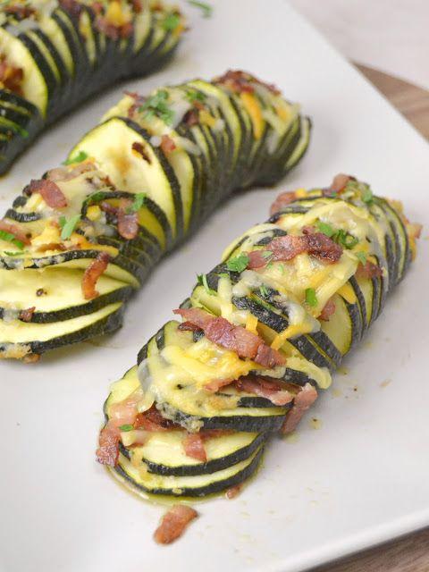 Cuuking! Recetas de cocina: Calabacines hasselback con queso y bacon