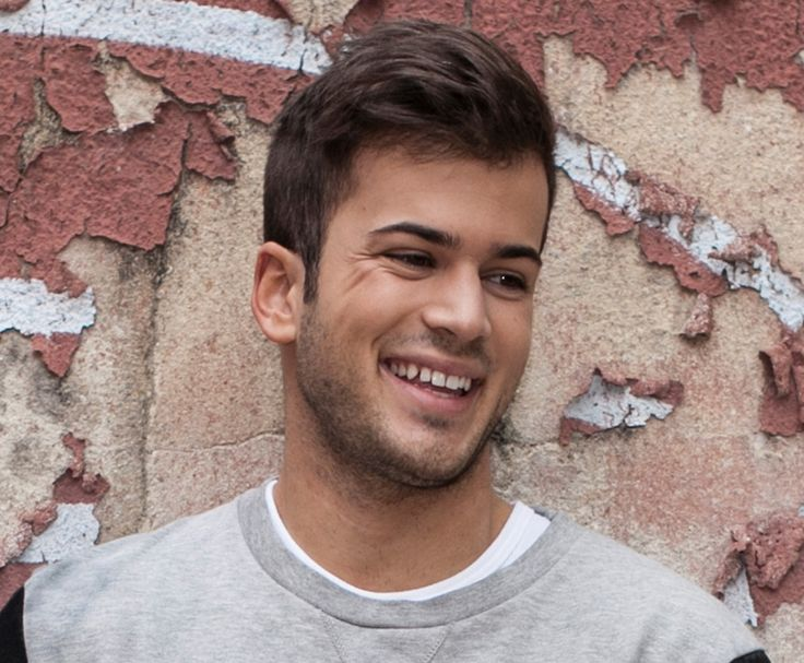 David Carreira tout souriant