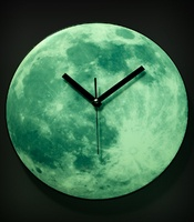 Glowing Moon Clock @ Fred Flare: Moonclock, Gift Ideas, Glow In The Dark, Clocks, Moonlight Clock