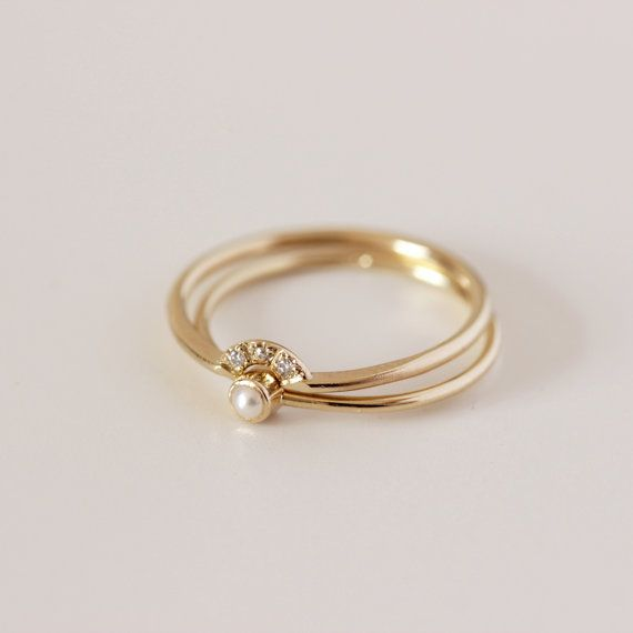 ON SALE Wedding Set Pearl Ring & Diamond Crown Ring por artemer
