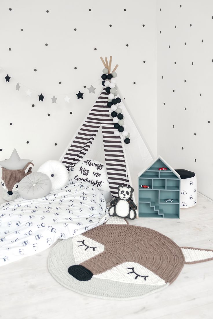 Black and white bedding set with pandas to buy on Etsy - Happy Spaces Workshop - scandinavian style kids room, monochrome kids room design
