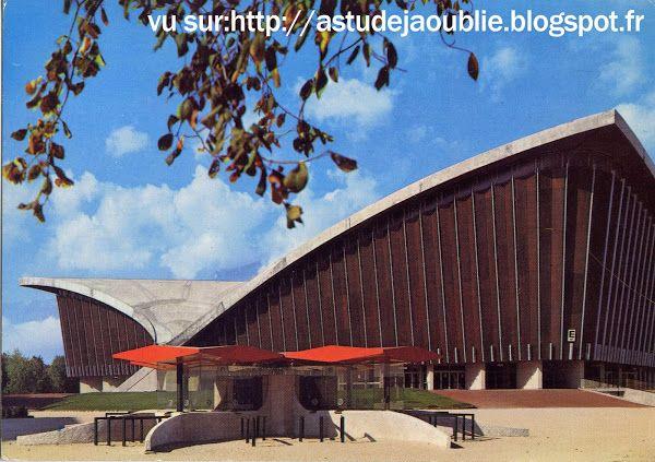 Grenoble - Le Stade de Glace - Palais des Sports  Architectes: Robert Demartini, Pierre Junillion  Ingénieur: Nicolas Esquillan  Intégration...