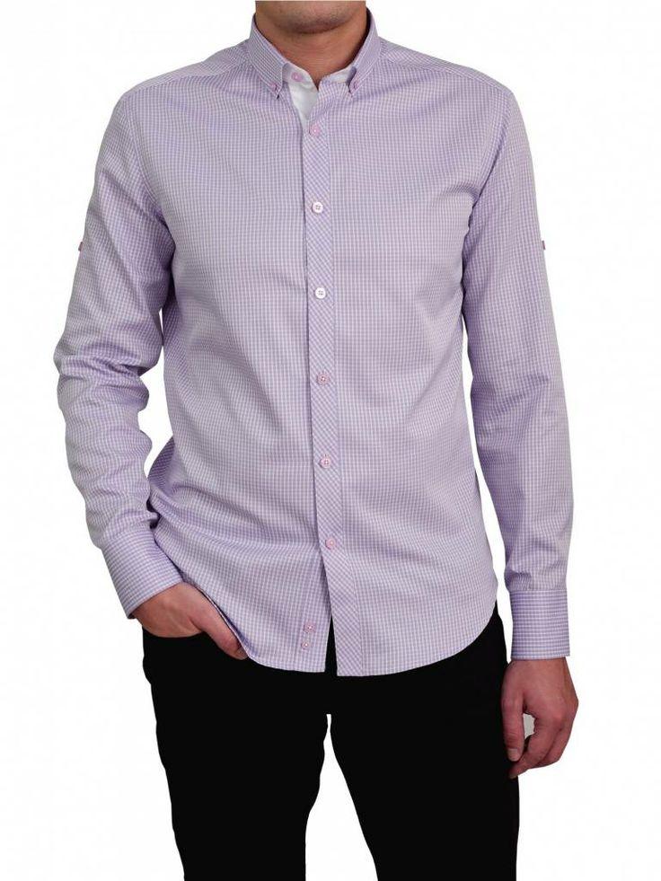 Een blauwe overhemd van het merk Vegea.