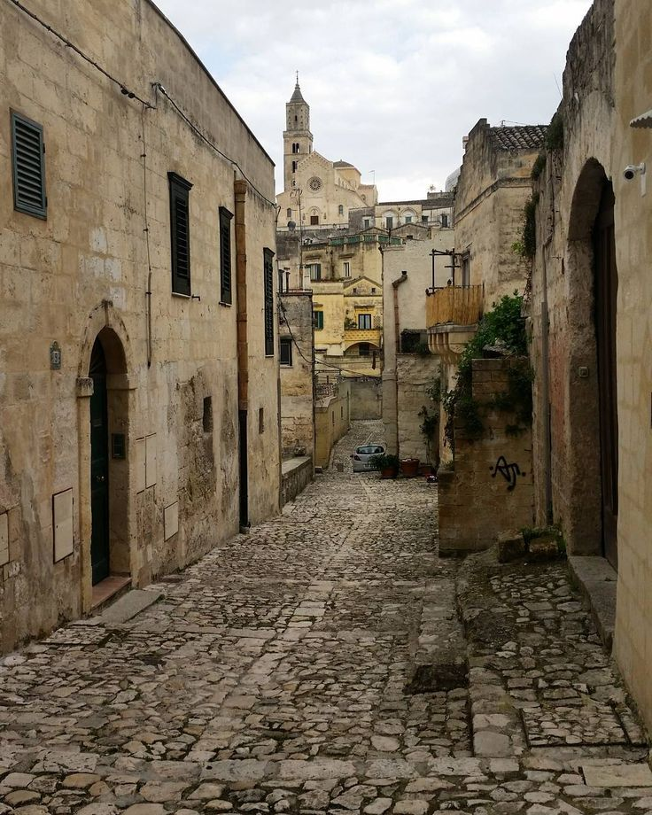 Passeggiata in uno luogo magico #matera #italy . . . .  #materainside #italy_vacations #italian_trips #ig_basilicata#vicoli#streetlife_award #tv_strideby #vivostreet #igworldclub_street #streetlife #viva_streets #loves_united_italia #infinity_italia #yallersitalia  #total_city#streetphotography #igersitalia #igfriends_italy #gang_family #igersmatera#ig_matera  @ig_matera#vivomatera#visitiamoitalia @visitiamoitalia#super_basilicata_channel  @super_basilicata_channel#houses_ofthe_world…