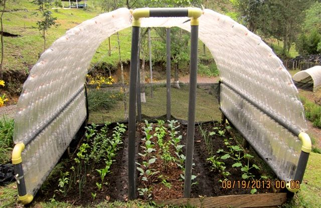 Et si vous construisiez un abri de jardin avec des bouteilles en plastique ? | Actualités SeLoger