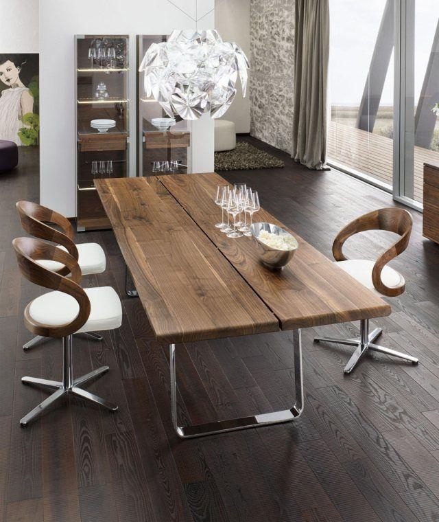 table à manger avec plateau en bois massif et piètement en métal