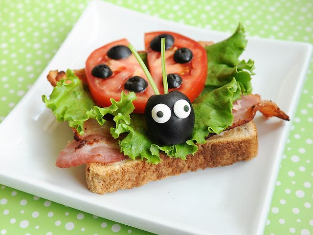 Ladybug Sandwich!!! how cute #funfood For me, without the bacon!