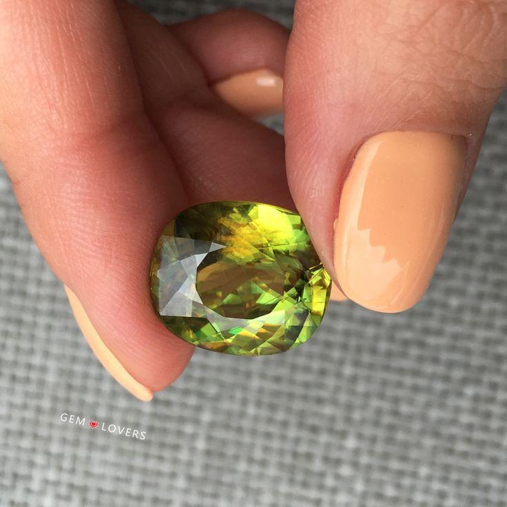 Редкий и очень красивый камень: сфен 12,58 карат в нежных женских пальчикахThis sphene 12.58 ct in delicate lady's fingers looks amazing #gemlovers_sphene #gem #gemstones #jewelry #jewellery #instajewel #style #fashion #pretty #brilliant #сфен #бриллиант #ювелирка #драгоценныекамни #украшение #стиль #украшение #драгоценность #sphene #raregemstone #madagascar #greensphene #instajewelry #todayinmoscow #cartier #bmw #gemology #сфен #редкиекамни