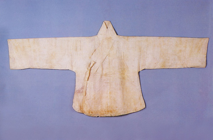 "Baeksam (white silk jacket) Important Folklore Cultural Heritage 3-2. ""This white jacket, baeksam, was worn by Lady Yu, wife of King Gwanghaegun (r.1608-1623), fifteenth monarch of the Joseon Dynasty.... Made of a single layer of white silk, it was worn under an outer jacket. It is 72.5cm in length, and 90cm wide from the center back to the end of the sleeve."""