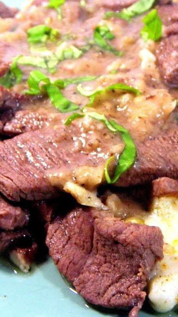 STEAK and A GARLIC SAUCE...Beef Strips with garlic and Rosemary (Stracetti de Manzo con Aglio e Rosmarino)... AMAZING Italian Beef dish,
